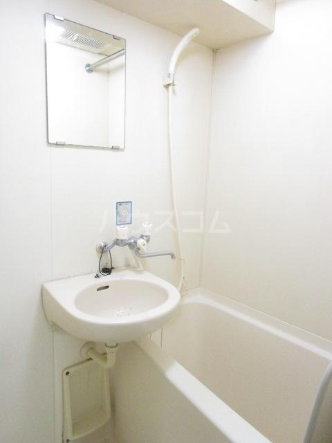 栄町第3レジデンス 101号室の洗面所