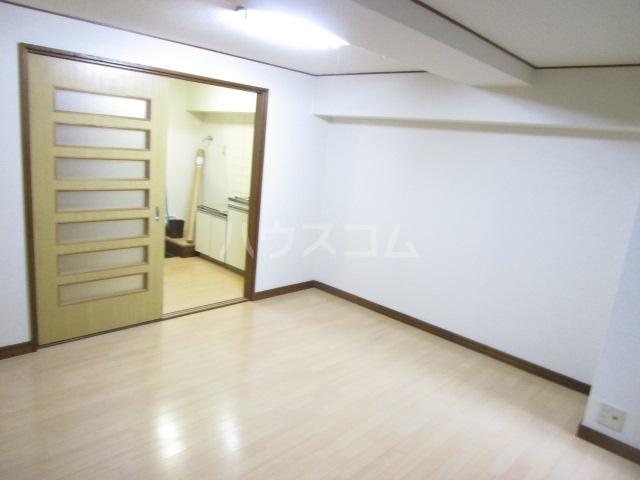 栄町第3レジデンス 101号室のリビング