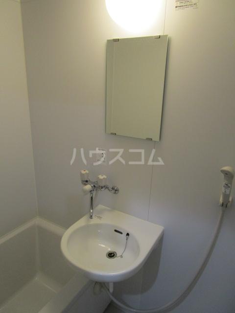 リヴェールプラザ 305号室の洗面所
