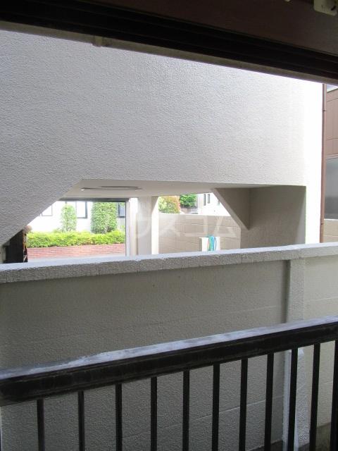 ランド元町 101号室の玄関