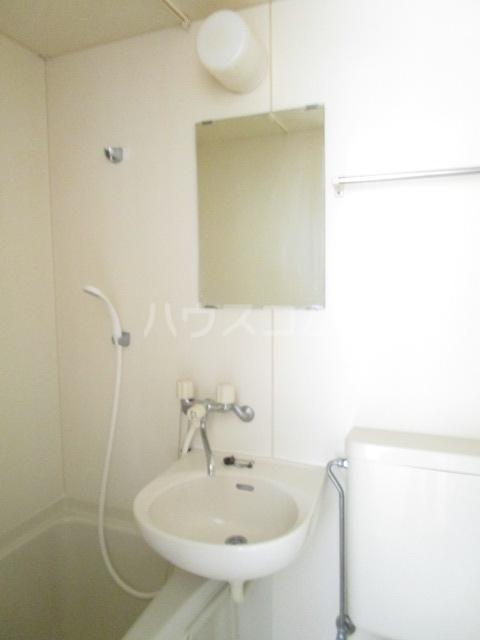 ランド元町 101号室の洗面所