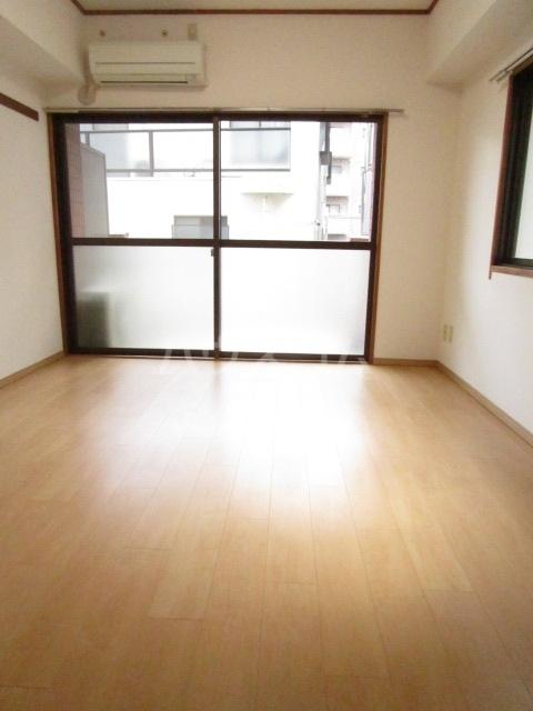 千代鶴ビル 322号室のリビング