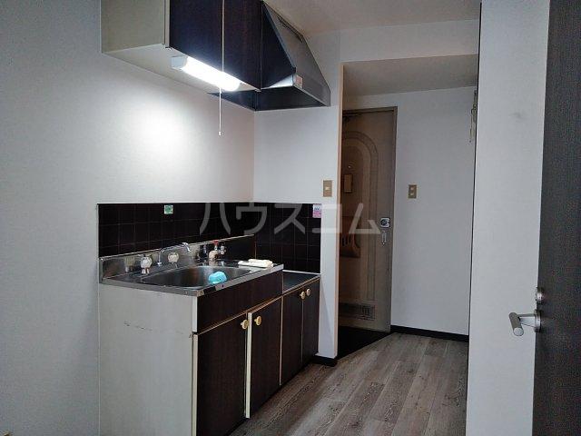 ウエストスクエア 203号室のキッチン
