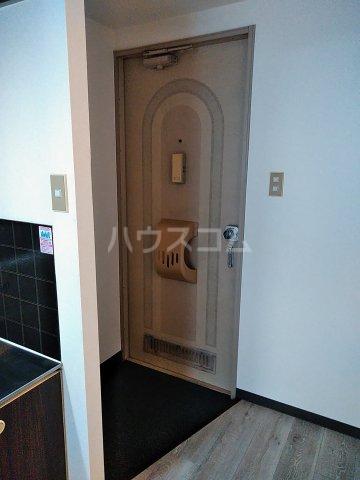 ウエストスクエア 203号室の玄関