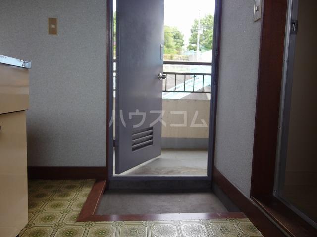 アイビル多摩 201号室の玄関