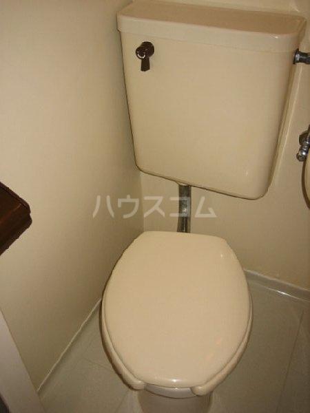 アクシス金城町 301号室のトイレ
