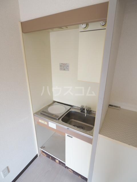 プレズ志賀公園 4B号室のキッチン