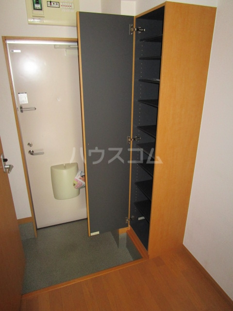アムール MOTOMACHI 201号室の玄関