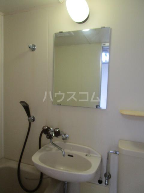 ニュー本多 101号室の洗面所