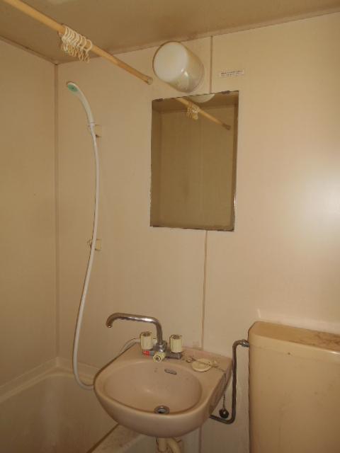 ハイツ秀峰 202号室の洗面所