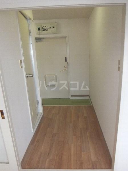 新清洲クラウンビル 201号室の玄関