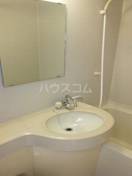 新清洲クラウンビル 201号室の洗面所