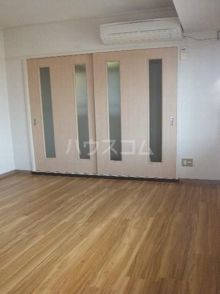 新清洲クラウンビル 401号室のリビング