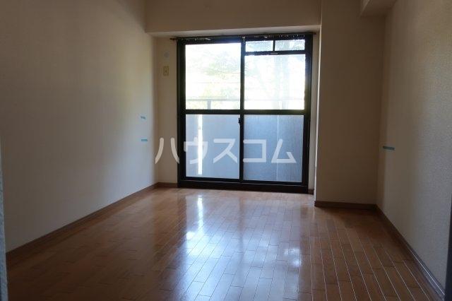 イトーピア正木公園 203号室のリビング