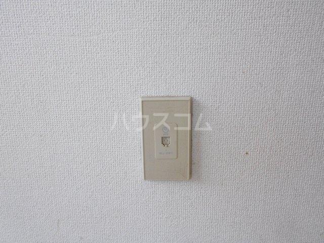 モード青木ビル 302号室のエントランス
