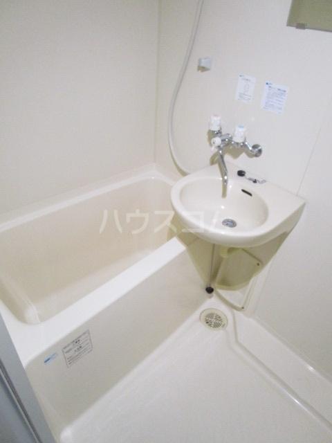 第6千代鶴ビル 206号室の風呂