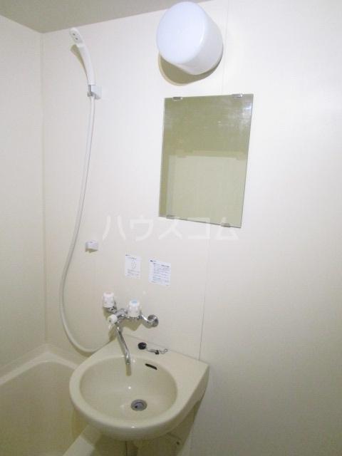 第6千代鶴ビル 206号室の洗面所