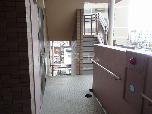 ガーデンスクエア 503号室のエントランス