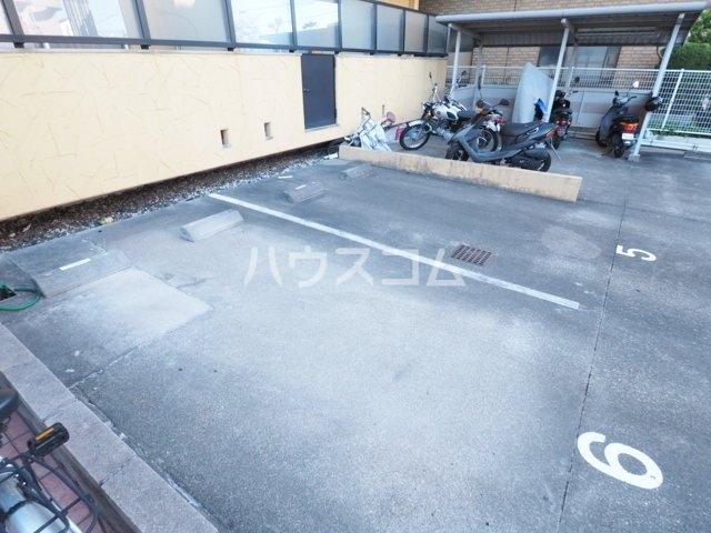 エクセレンス鳩岡 802号室の駐車場
