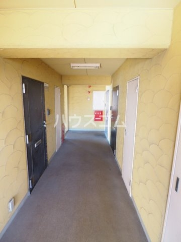 エクセレンス鳩岡 802号室のロビー
