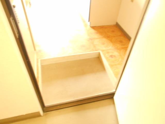 サンハイツ越野 206号室の玄関