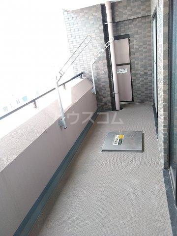 ローズガーデン行徳フィネス 705号室のバルコニー