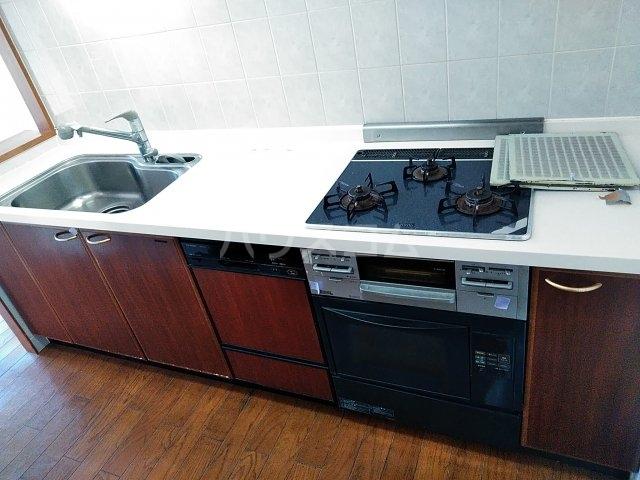 ローズガーデン行徳フィネス 705号室のキッチン