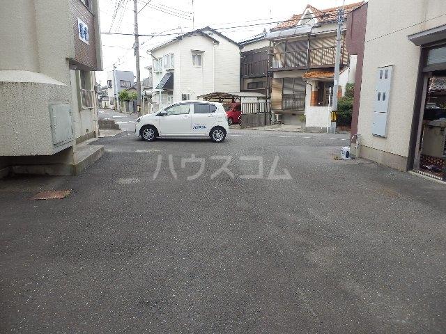 葵荘 101号室の駐車場