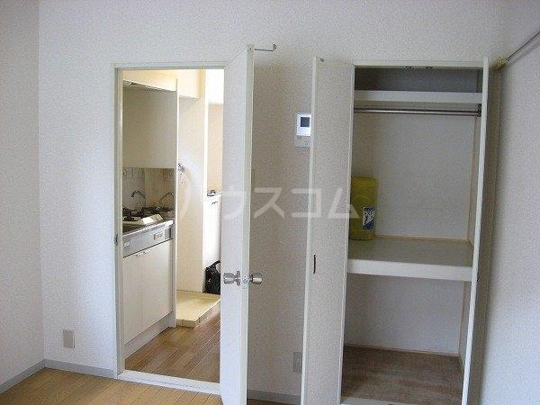 カーサU 103号室のベッドルーム