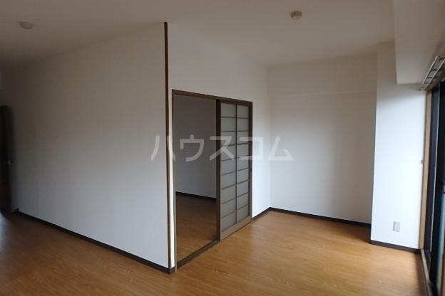 パラディーソ白壁 3B号室のリビング