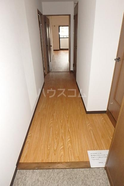 パラディーソ白壁 3B号室の玄関