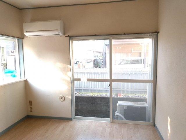 アップルハウス鶴間 101号室のリビング