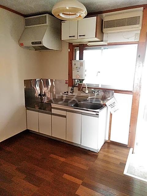 的場アパートつきみ野 104号室のキッチン