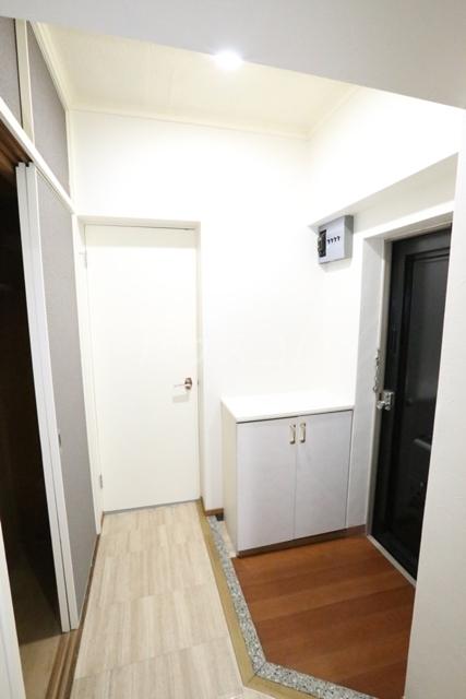 第二フタムラビル 302号室の玄関