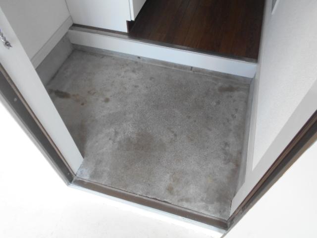 メゾン コリーナ 103号室の玄関