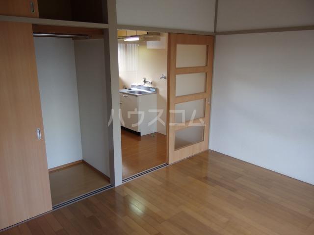 第5スザキハイツ 201号室の居室