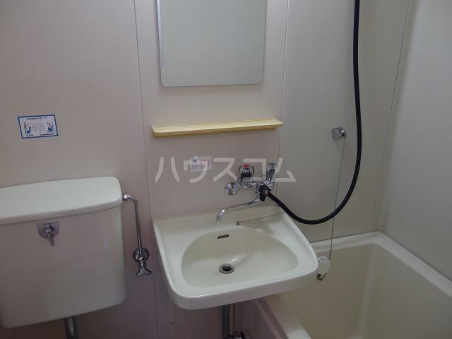 第5スザキハイツ 201号室の洗面所