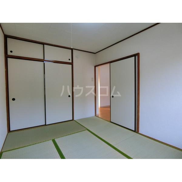 グリーンコープ高橋 102号室の居室