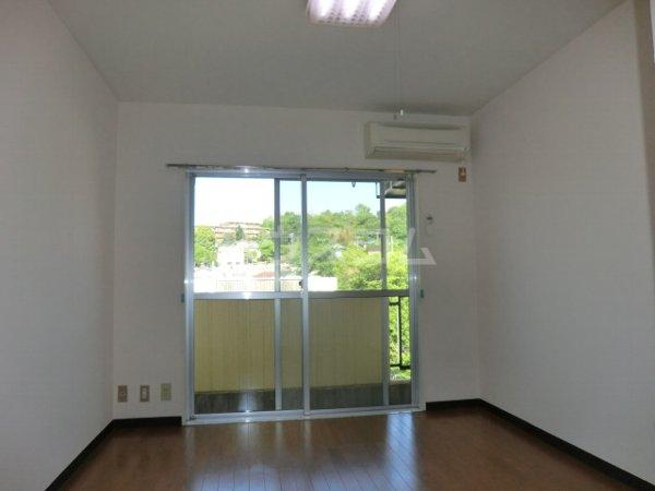 ラ・ジオン連光寺 203号室のバルコニー