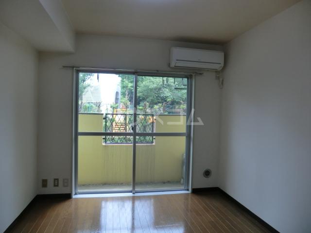 ラ・ジオン連光寺 203号室のリビング