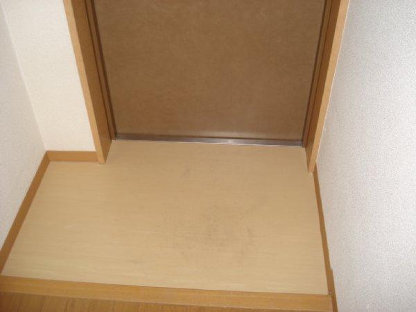 ガーデンビュー石神C聖蹟 307号室の玄関