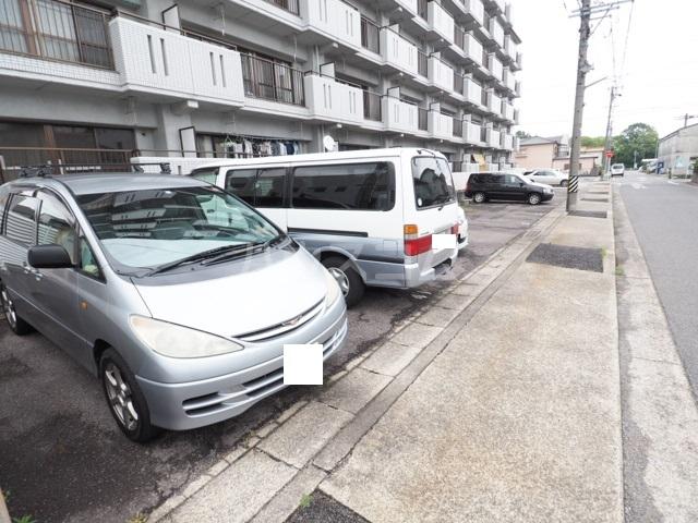 アスピア若鶴 305号室の駐車場