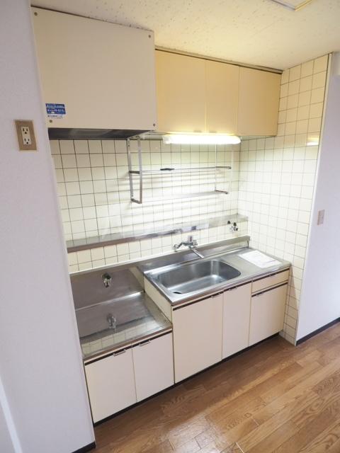 アスピア若鶴 305号室のキッチン