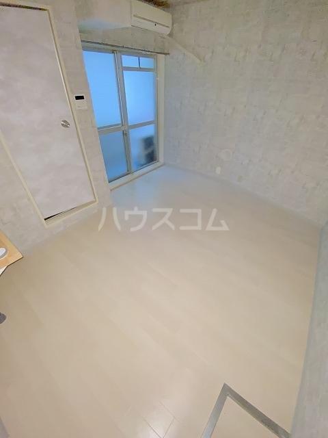JLBグランエクリュ駒沢大学 105号室のリビング