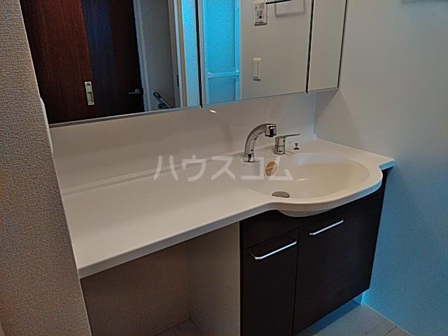 彩 A 205号室の洗面所