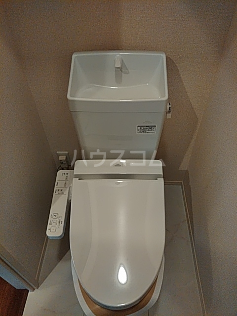 彩 A 205号室のトイレ