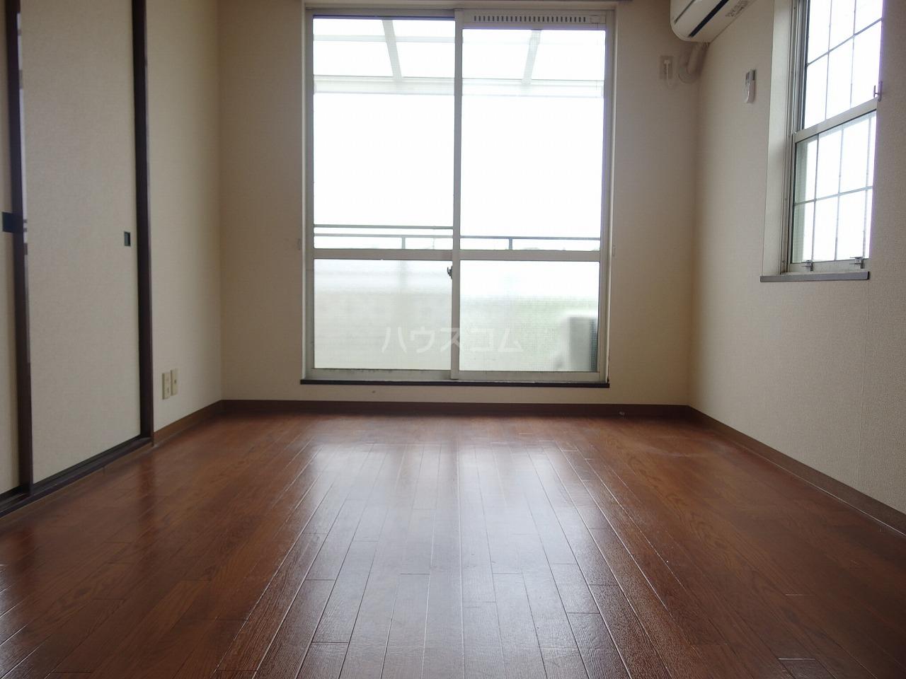グレース桜ヶ丘 101号室のリビング