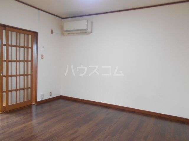 大塚アパート 5号室の居室