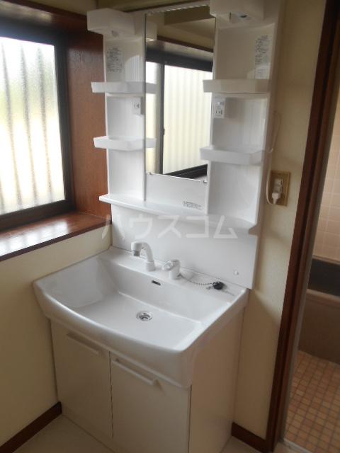 大塚アパート 5号室の洗面所