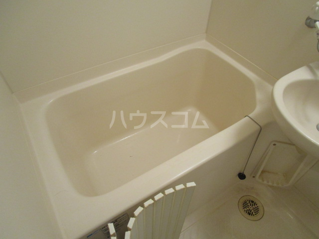 エイセンレジデンス 303号室の風呂